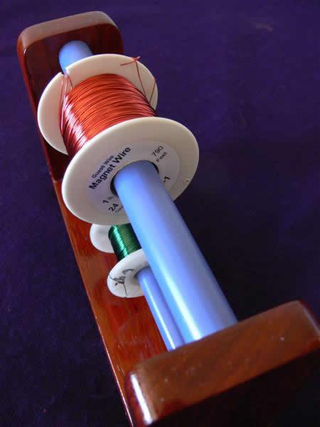 Imagem mostra o eixo onde é colocado o fio